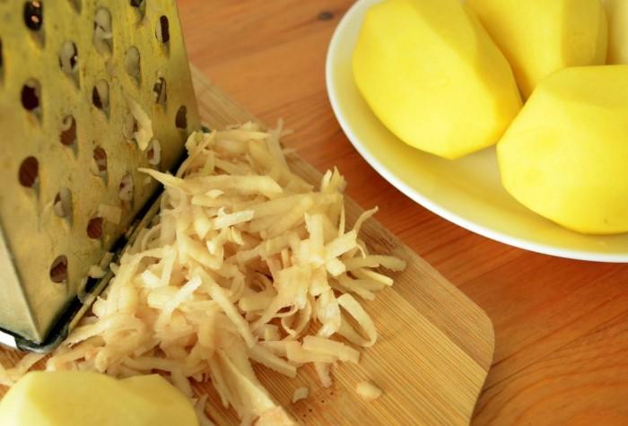 Ночной компресс из картофеля заставит колючку показаться / Фото: gastritguru.ru