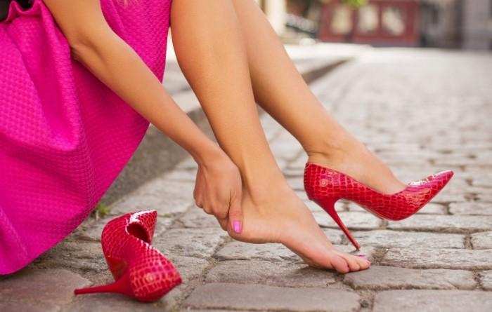 Тесная обувь может причинить вред здоровью ног / Фото: vivendi.ru