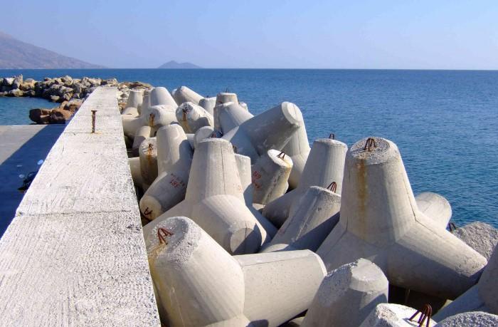 Загадочные фигуры располагаются на побережьях многих российских курортов