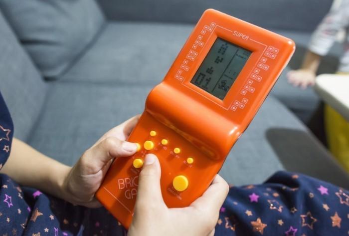 Тетрис - увлекательная головоломка, в которую на рубеже 2000-х играли и дети, и взрослые
