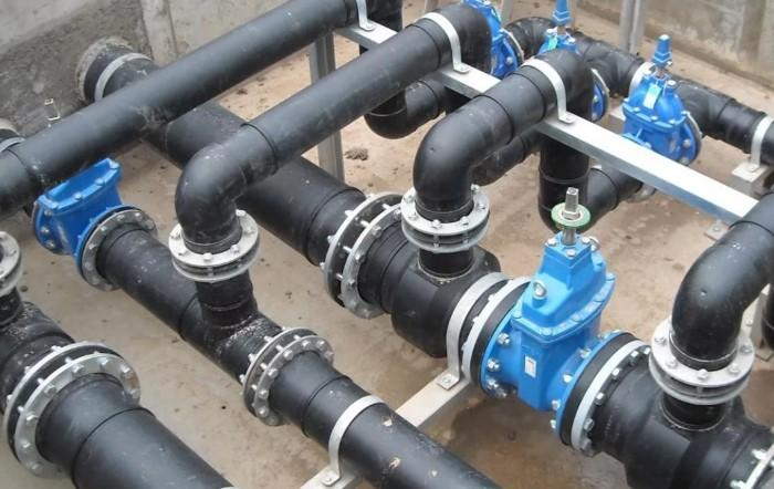 Горячая вода растворяет отложения на стенках труб / Фото: intmarker.ru