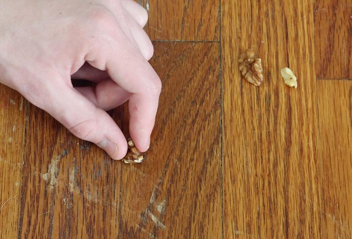 Грецкие орехи, йод и майонез - эффективные продукты в борьбе с неглубокими царапинами / Фото: img.buzzfeed.com
