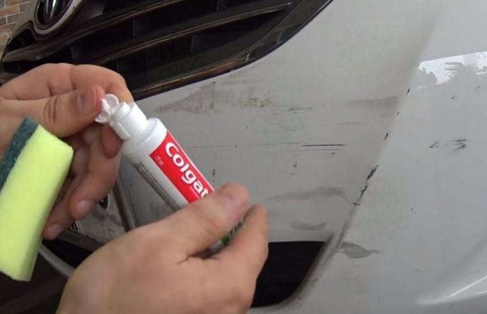 Зубная паста поможет замаскировать царапину даже на автомобиле / Фото: sdelairukami.ru