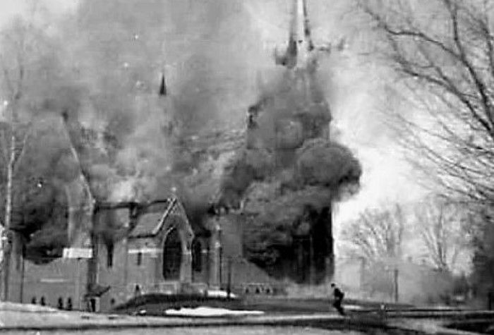 Из-за утечки газа церковь взмыла в воздух и была разрушена под камень / Фото: vseznaesh.ru