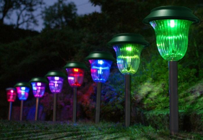 Кроме стандартной бело-желтой подсветки можно использовать и яркие цвета / Фото: koopil.com