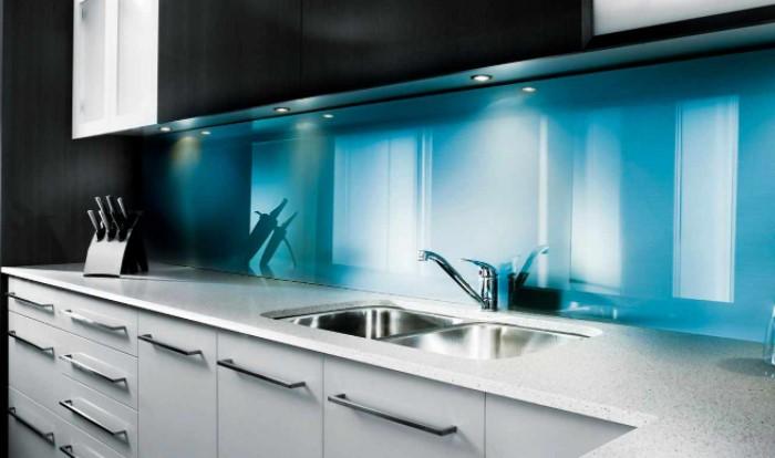 Альтернатива - заказать модули из термостойкого стекла яркого цвета / Фото: home-secret.ru