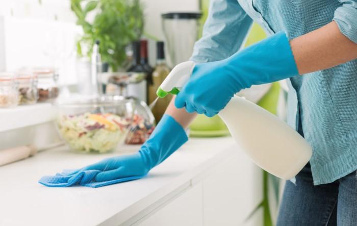 Генеральную уборку нужно проводить хотя бы раз в месяц / Фото: kitchen.cdnvideo.ru