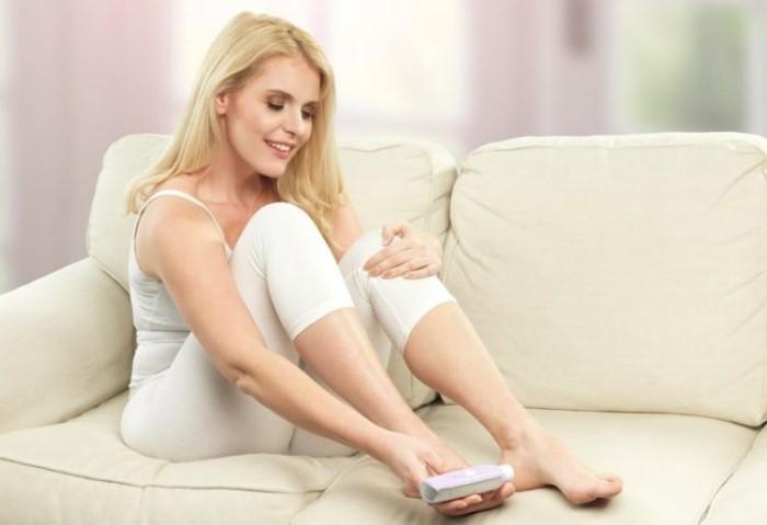 Летом необходимо ежедневно ухаживать за кожей стоп / Фото: woman-top.ru
