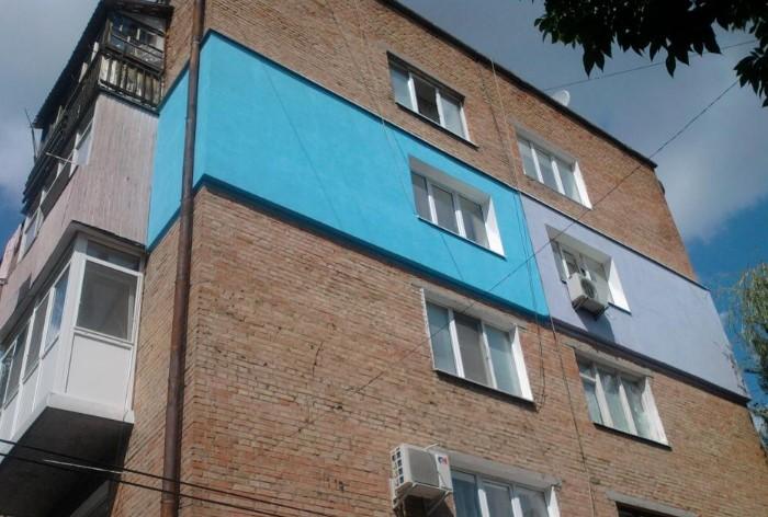 Наружное утепление портит фасад хрущевки, поэтому лучше решать проблему изнутри / Фото: positivcity.ru