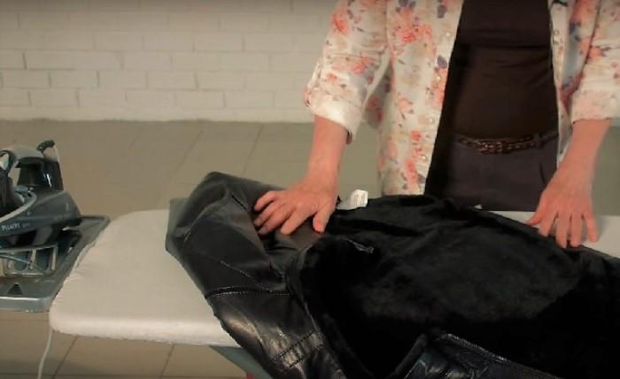 Гладить можно только с изнаночной стороны и через хлопчатобумажную ткань / Фото: sdelai-lestnicu.ru