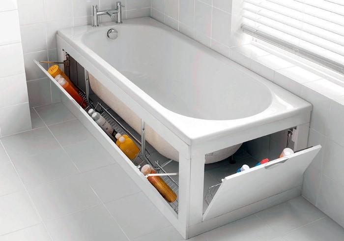 Выбирайте ванну с экраном или установите его дополнительно, чтобы хранить бытовую химию и ванные принадлежности / Фото: mystroypro.ru
