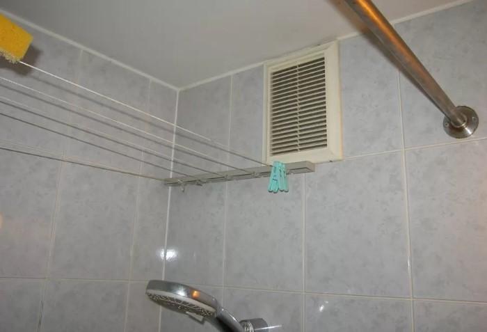 Вентиляция - немаловажный фактор, от которого зависит свежесть воздуха в комнате / Фото: roomester.ru