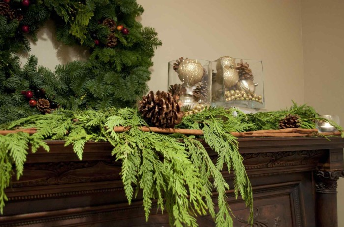 Если не хватает елового запаха, разложите по дому веточки живой ели / Фото: view-spec.com