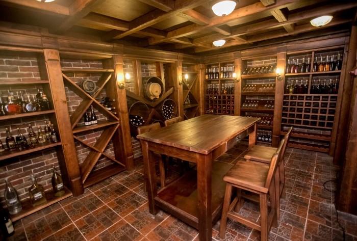 Это может быть винный погреб, где можно посидеть, выпить вина и почувствовать себя как в замке / Фото: cs5.livemaster.ru