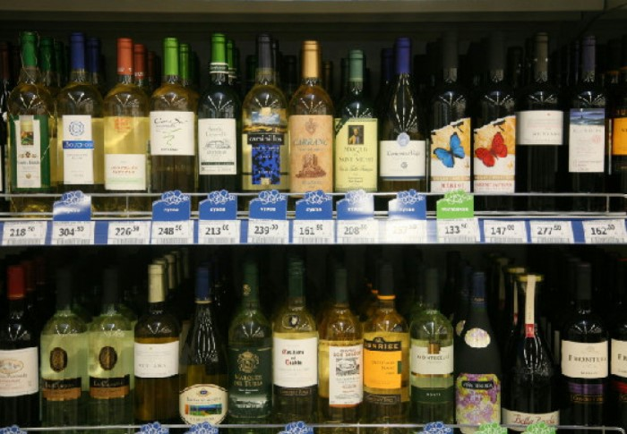 Итоговая стоимость вина зависит от доставки, таможенных пошлин, а затем и наценки торговых сетей. / Фото: img3.dp.ru
