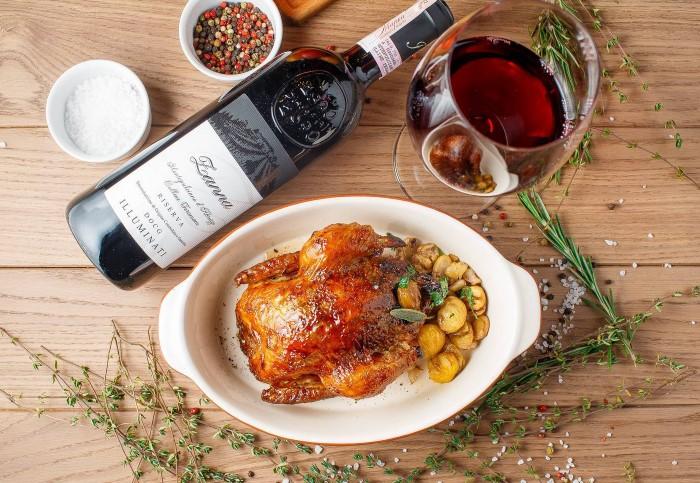 Что касается сухих красных напитков, они хорошо сочетаются с мясом, особенно дичью, бужениной, бараниной / Фото: forumsamogon.ru