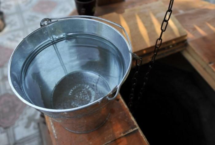Пейте только чистую и прозрачную воду без подозрительных запахов, особенно химических / Фото: saucyintruder.org