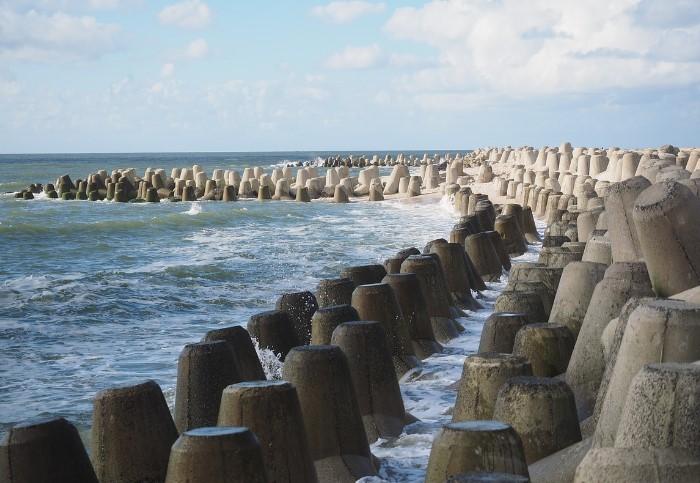 Волнорезы защищают побережья от неблагоприятных изменений / Фото: cdn.pixabay.com