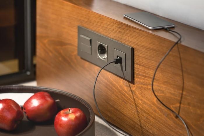 В результате вы получите дублирующий выключатель и не надо вставать, чтобы отрегулировать освещение / Фото: 5watt.ua