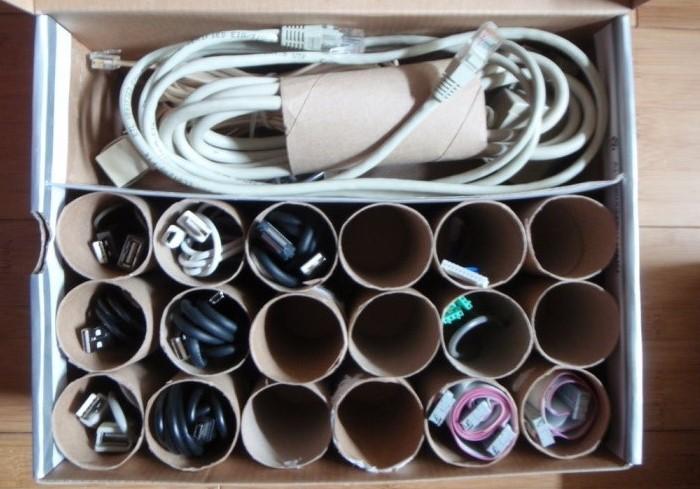 Из втулок можно сделать удобный органайзер для проводов и разных мелочей / Фото: planktons.ru
