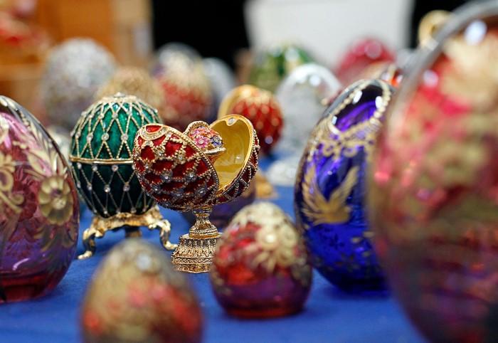 Всего Карл Фаберже сделал 54 яйца для императорской семьи, однако до наших дней дошло лишь 48 / Фото: i.pinimg.com