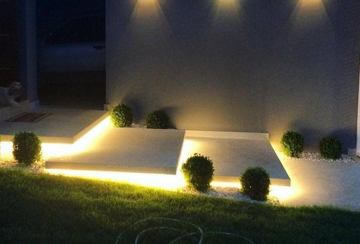 Чтобы подчеркнуть архитектурные сооружения или скульптурные формы, используйте заднюю подсветку / Фото: i.pinimg.com