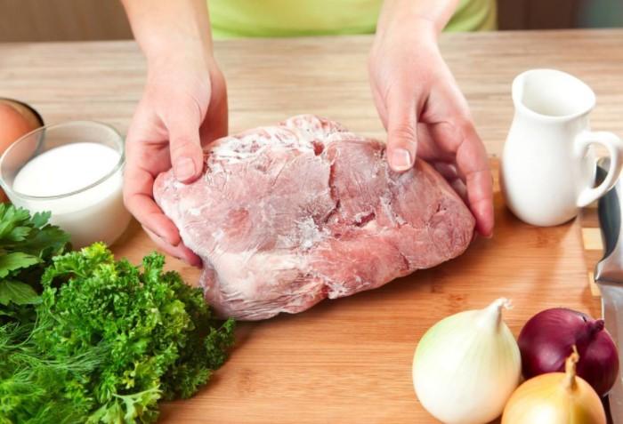 Главное - соблюдайте сроки хранения и не держите мясо в морозилке больше 6-12 месяцев / Фото: redfoxday.ru