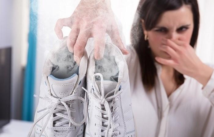 Не стоит терпеть неприятный запах в кроссовках, ведь его можно легко нейтрализовать