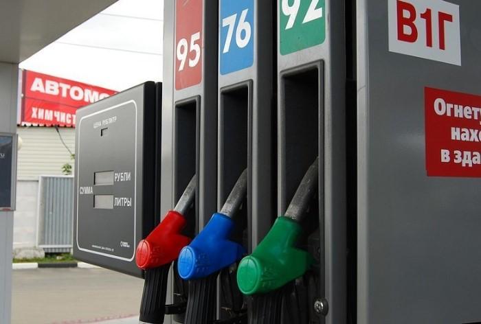Заправляясь каждый раз по 10 литров, вы во многом рискуете / Фото: cdn.fishki.net