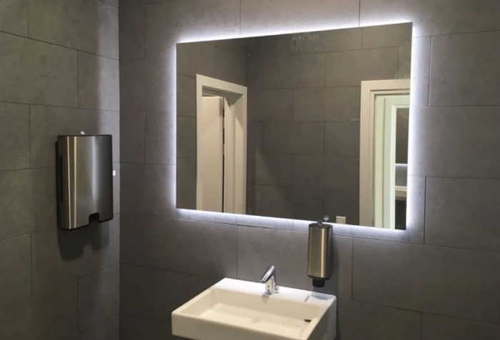 Чтобы прихорашиваться в зеркале в ванной, сделайте хорошее освещение / Фото: images.ua.prom.st