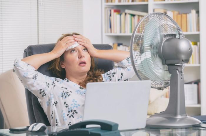 В сорокаградусную жару хочется просто лежать под кондиционером и пить как можно больше воды