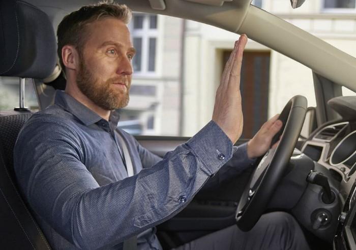 Следите за жестами водителей, вам могут дать хорошую подсказку / Фото: sun9-11.userapi.com