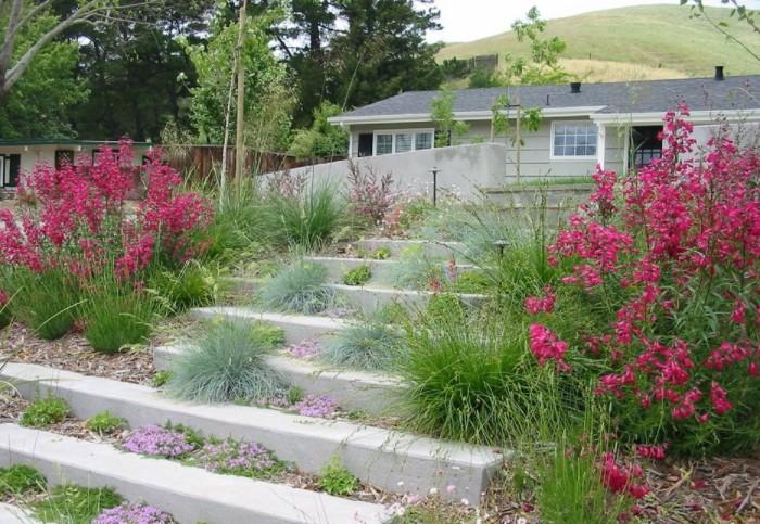 Отличный вариант для декоративных лестниц, не предназначенных для регулярного использования / Фото: finefurnished.com