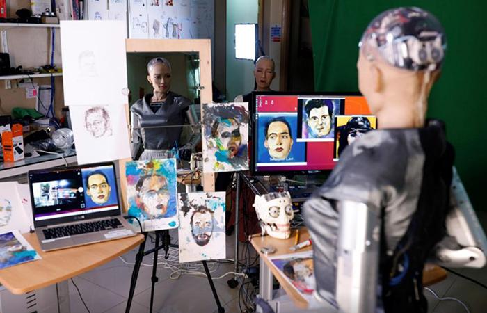 На аукционе выставят три токена с картинами робота. |Фото: ixbt.com.