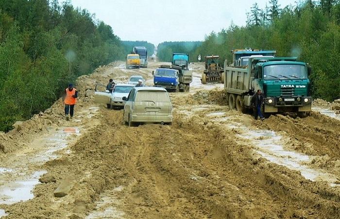 Дорога А360 «Лена» считается одной из самых грязных трасс России/ Фото: bepowerback.livejournal.com