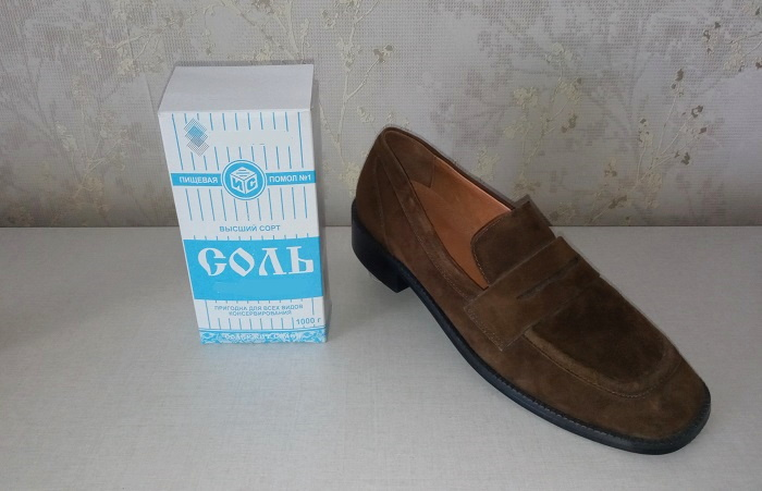 Соль помогает устранить неприятный запах обуви, и ускоряет ее просушку / Фото: novate.ru