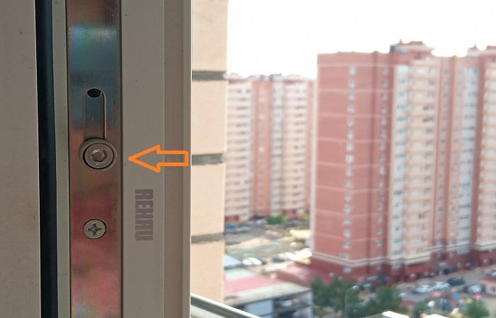 Цапфой регулируется режимы пластикового окна / Фото: novate.ru