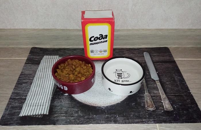 Сода помогает устранить запах застарелого корма и жир с мисок домашних питомцев / Фото: novate.ru