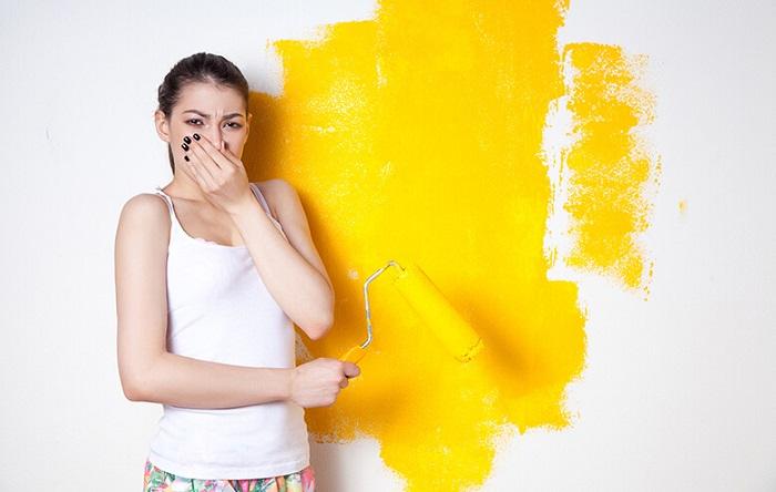 Большинство красок имеют неприятный запах/ Фото: britishpaints.in