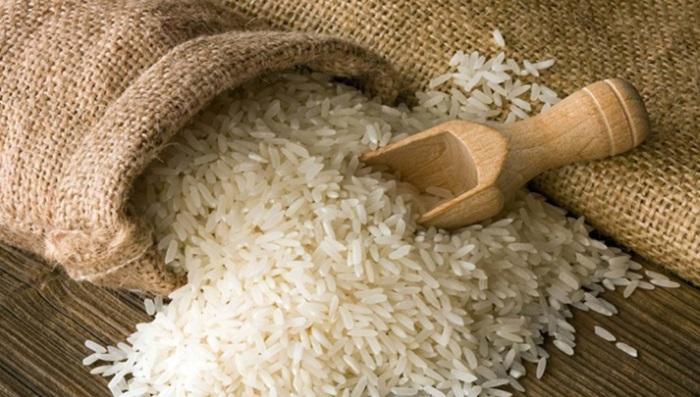 Рисом просушивают не только утонувшие смартфоны, но и промокшую обувь / Фото: foodandmood.com