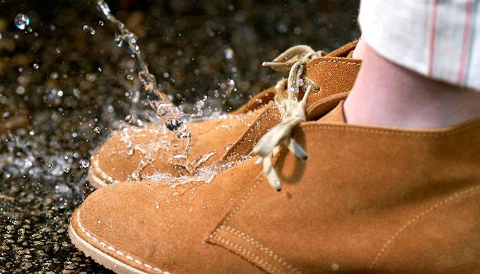 Замшевая обувь требует особого ухода / Фото: fineshoes.ru