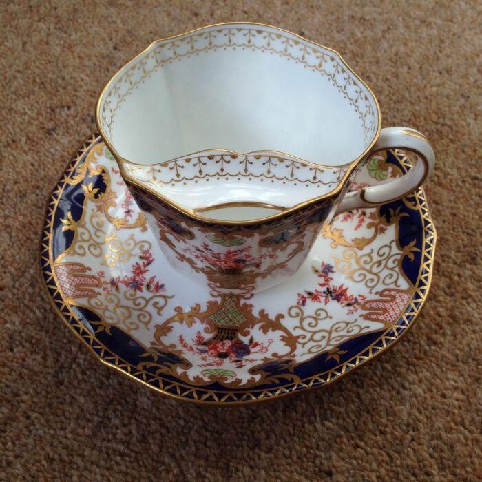 Чашки со вставками были популярны до тех пор, пока не пошла на спад мода на усы