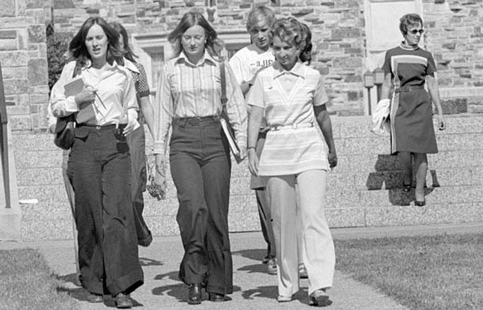 Брюки-клеш от бедра быстро завоевали сердца советских модниц