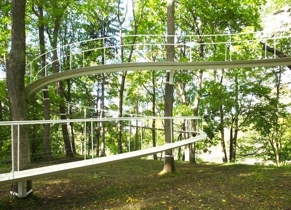 «Тропинка в лесу» - необычный лесной мост в Таллинне