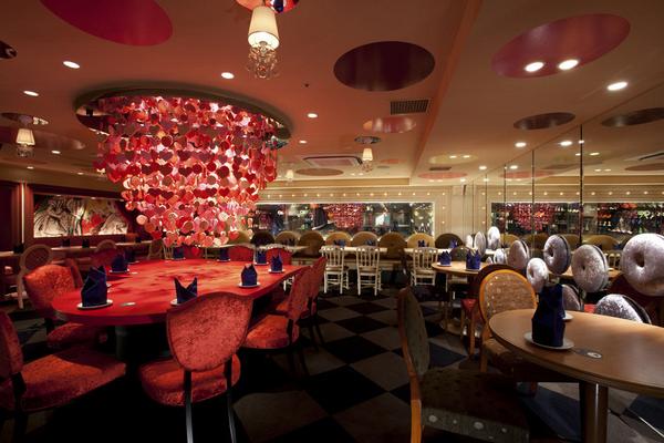 Алиса в Стране Чудес – ресторан в Токио