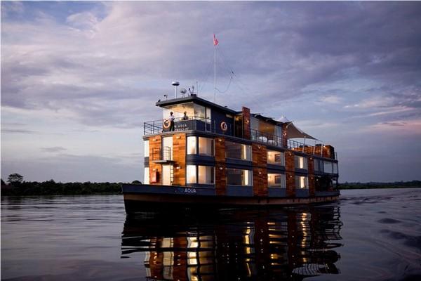 Плавающий отель в Перу