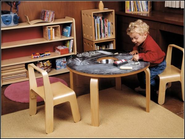 Детский стол для рисования мелками