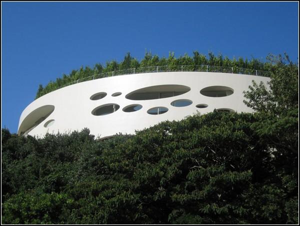Японская прибрежная вилла с садом на крыше