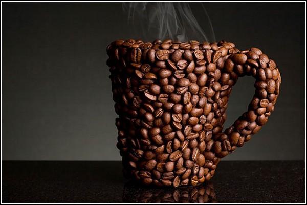 Кофейная кружка из кофейных зерен