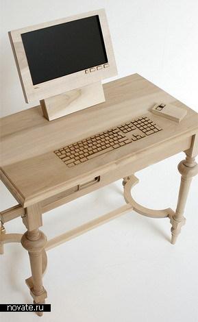 Деревянный компьютер и флешка с сургучной печатью